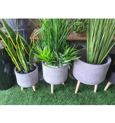 כד בטון אפור לבן כולל צמחיה ומילוי