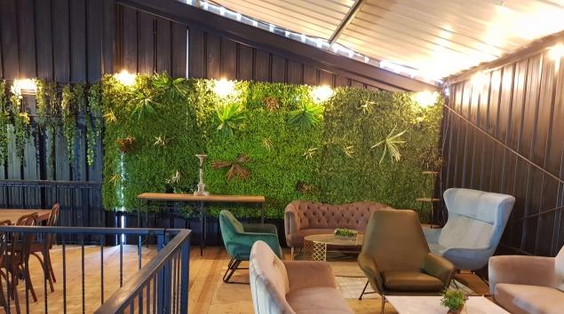 קיר ירוק מעוצב